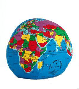Hugg-a-planet, den kramvänliga jordgloben, en leksak från Ekokul